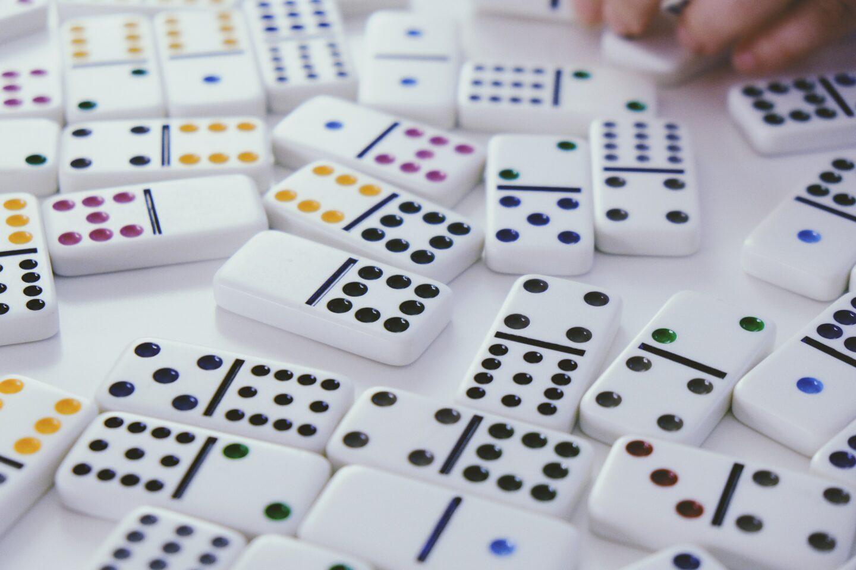 Domino Spiel – Anleitung, Dominosätze