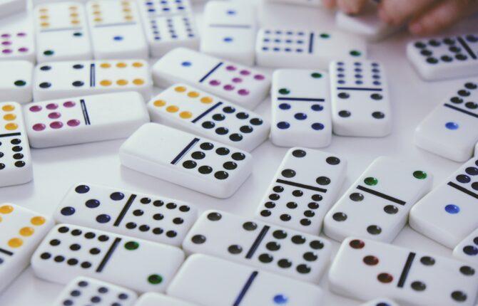Domino Spiel - Anleitung, Dominosätze