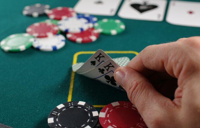 Poker Spiel - Spielverlauf, Varianten, Geschichte