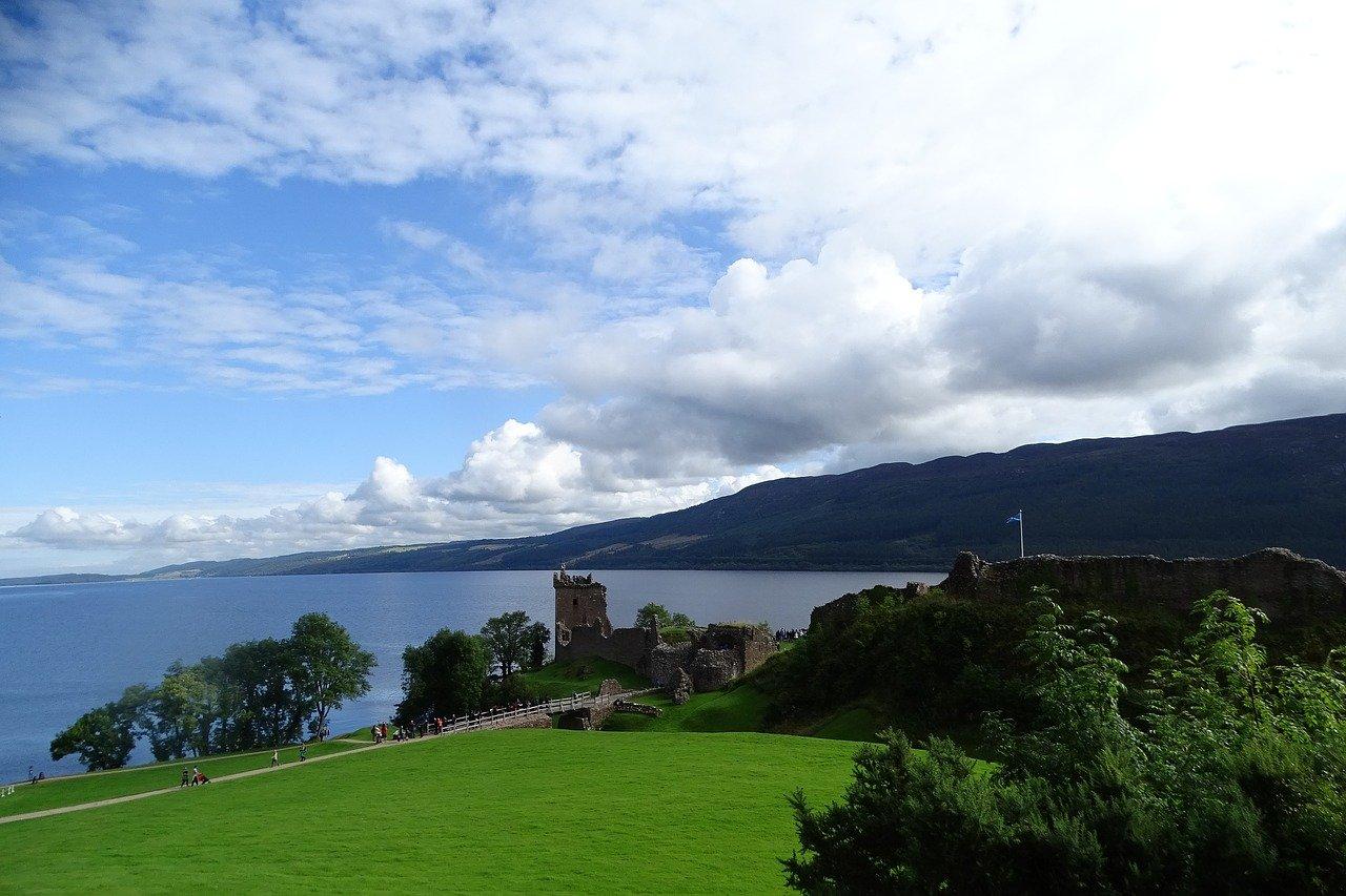 Loch Ness – Loch Ness Monster, Cherry Island
